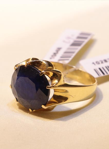طلا و جواهری حقانی - تولید کننده انگشتر ، النگو ، آویز ، گوشواره ، دستبند ، نیم ست ، زنجیر و گردنبند به صورت دست ساز با طراحی خاص به همراه گواهی اصالت جواهر و صدور شناسنامه برای طلا و جواهر شما